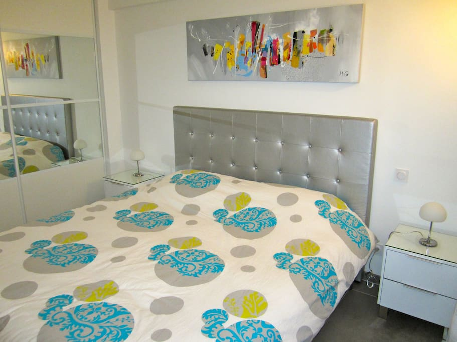 Chambre avec lit 180 cm, TV et climatisation
