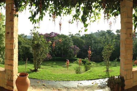 Sitio - Piscina, sauna, paz e relax - Guararema - Sommerhus/hytte