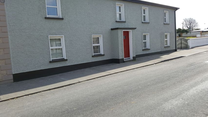4 bedroom  Town house on main Street Coolaney