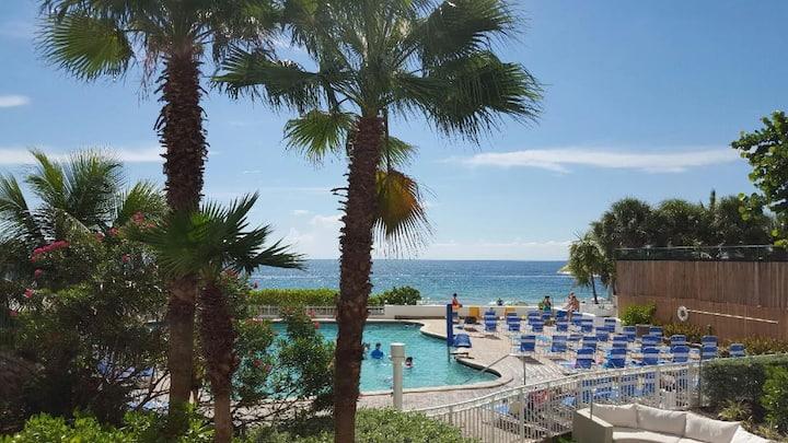 3.  Balcony ocean direct view/beautiful beach