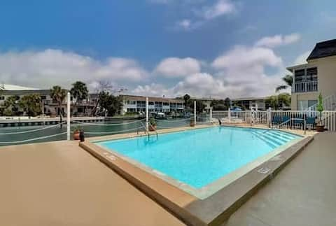 Newly Renovated Beach Condo with Waterfront Pool