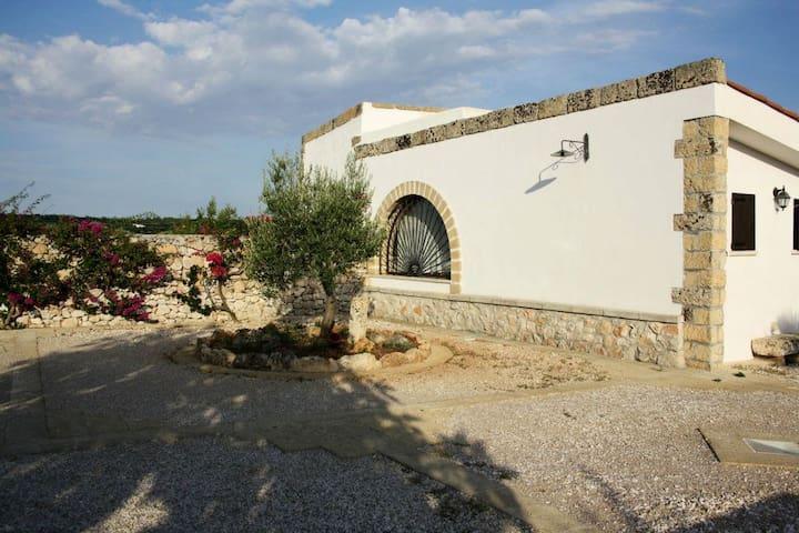 Tra ulivi e terrarossa-Villa verde - Patu', San Gregorio - Hus