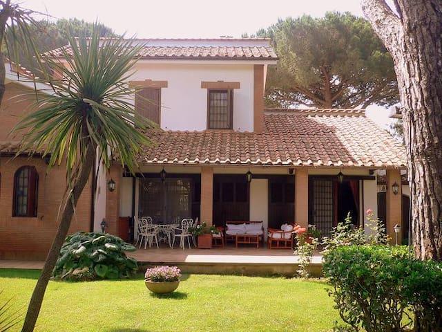 Villa Giulianova 400m from the sea - Fregene - Villa