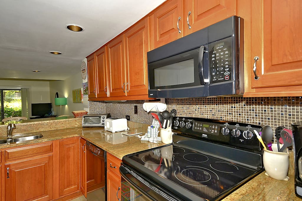 Granite countertops, updated appliances