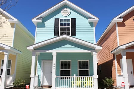 Beautiful Comfortable Cottage One Block To Beach! - Myrtle Beach - Casa