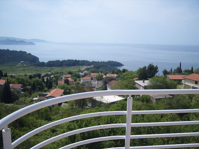 Penthouse with amazing Sea views! - Sutomore - Leilighet