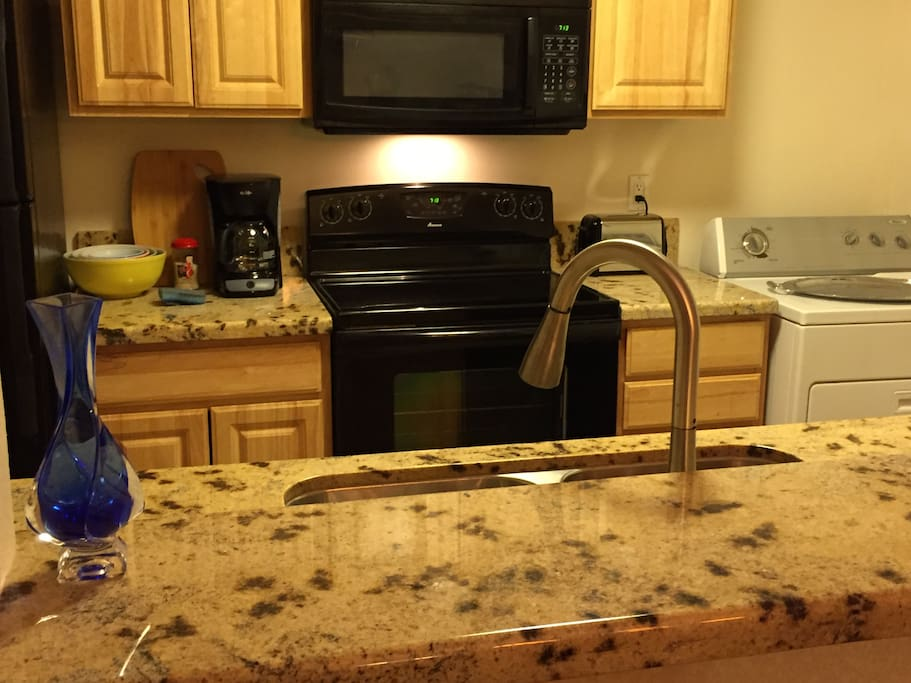 Granite counters, washer dryer