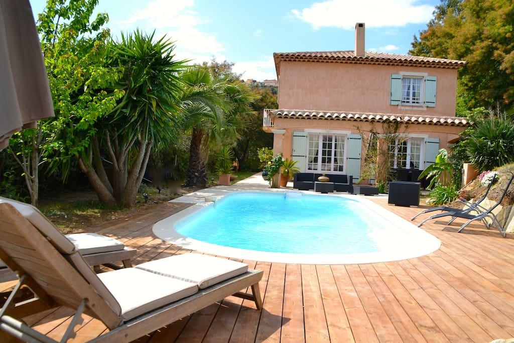 Villa avec piscine proche mer maisons louer fr jus for Chambre a louer a barcelone pas cher