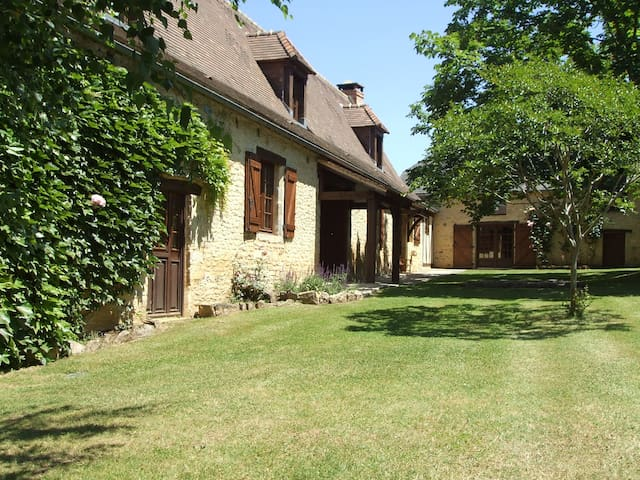 Sarlat farmhouse with private pool