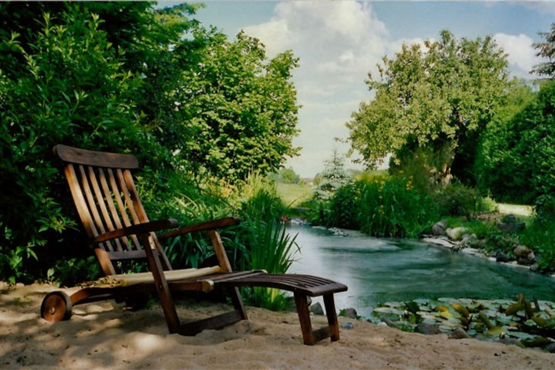 Im Garten, unter dem Nussbaum, am Teich... pure Natur
