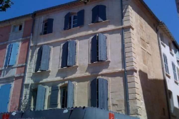Bel appartement très ensoleillé Place du Forum 3