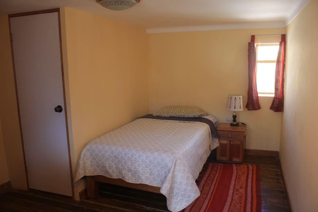 Calendula single private room private bathroom bed and for Rooms for rent private bathroom
