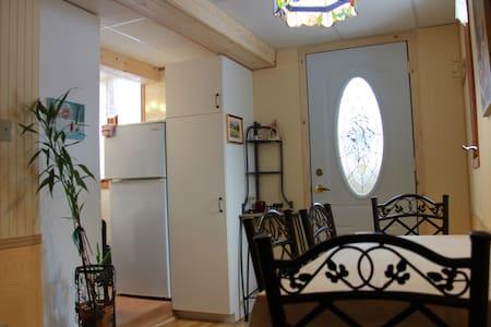 Beau logement à la campagne - Saint-François-du-Lac - アパート