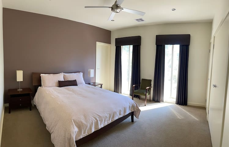 Master Bedroom with Queen Size Bed and ensuite.