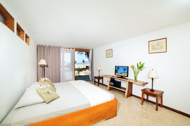 Hotel Casa Blanca 1 OF 5 - Tamarindo - Casa