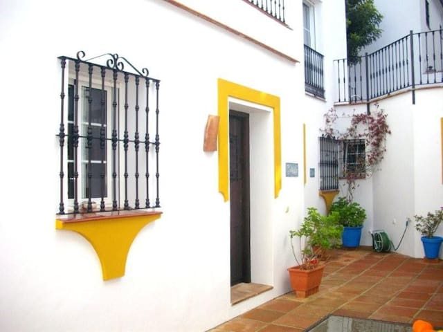 The Casita, large balcony -Sleeps 3 - Gaucín - Departamento
