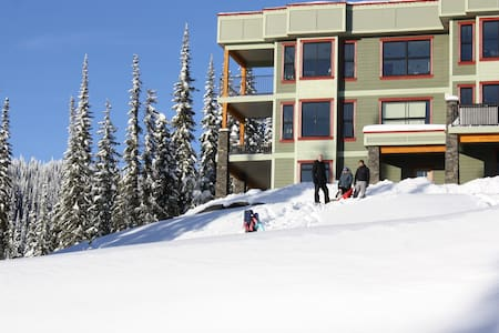 Snow Ridge II - Ski-in and out!!!! - Vernon - Hus