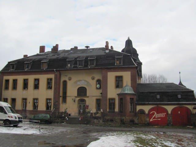 es ist ein Gutshaus aus 1903 - Seegebiet Mansfelder Land - Andre
