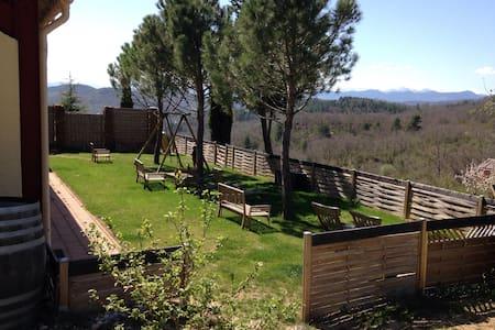 Studio1 jardin vue Pyrénées et Vins - Bouriège