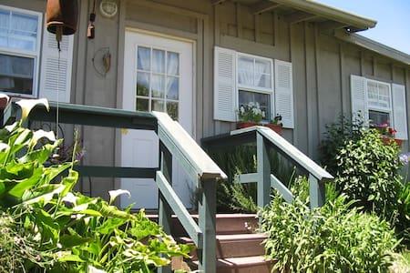 Point Reyes, Sunflower Cottage - Olema - Cabin