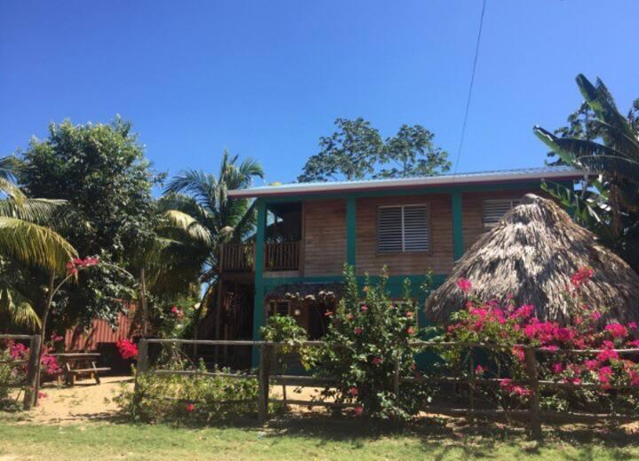 Mana Muna village apartment steps from beach