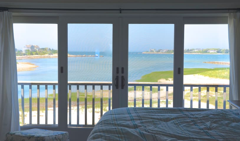 Spectacular Oceanfront Cape Cod/Deck/Grill