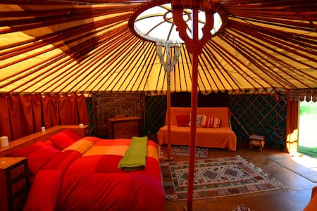 Mongolian Yurt on off-grid ecofarm - Pandenes - Tenda