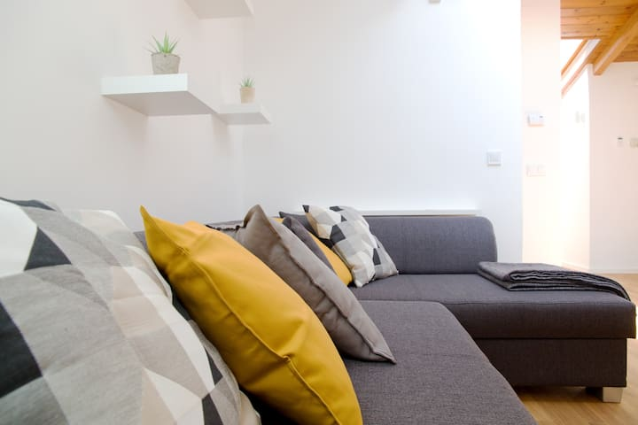 unfoldable sofa for 1 or 2