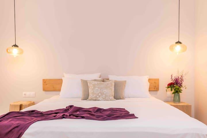 Luna Inn (Lavender)