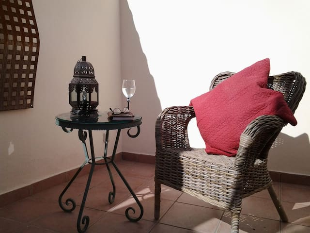 Cozy room with it own bathroom and private terrace - Fuengirola - Hus