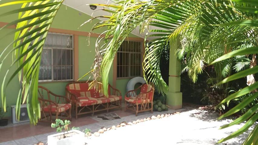 Conscious Home steps from the beach - Sámara - House