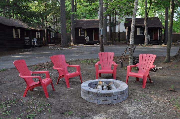 Cozy Clean Lake George Cabins - Lake George - Chatka