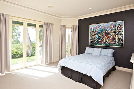 View 180 Tranquil Garden Hideaway - Ormeau
