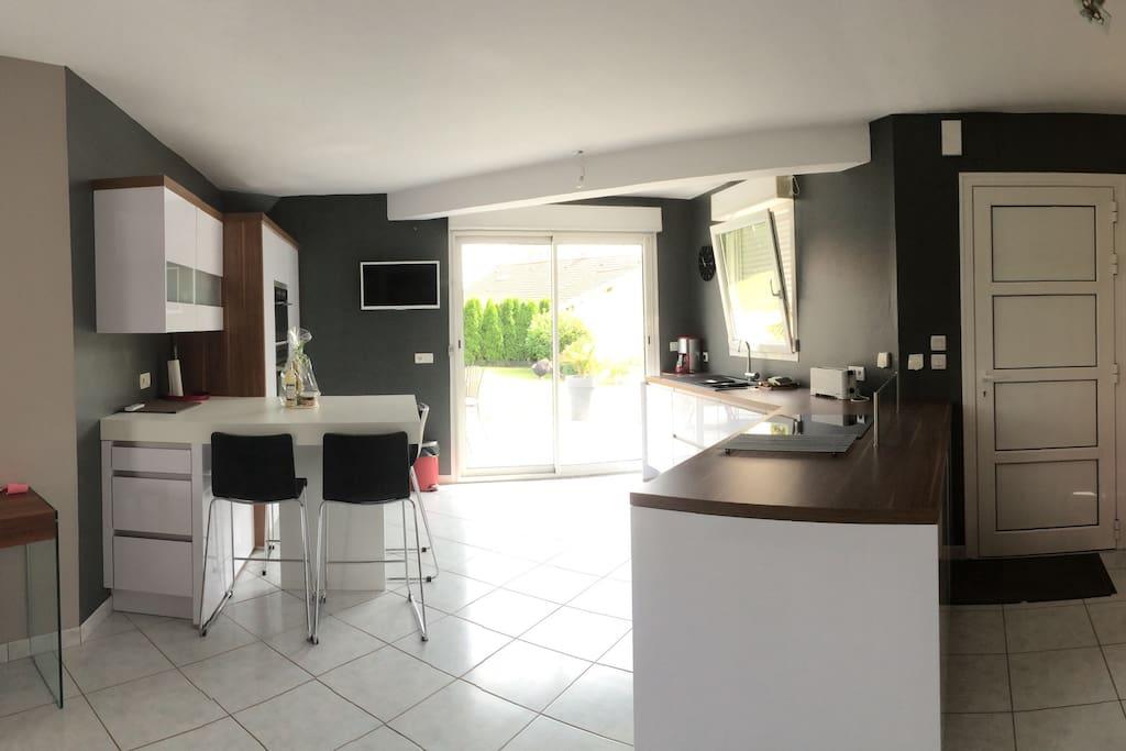 Maison contemporaine avec piscine houses for rent in - Piscine belfort residence ...