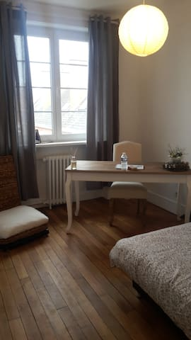 Room, breakfast included, best area - Calais - Appartement