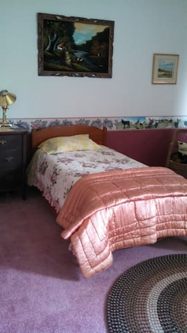 Rooms in historic farmhouse on horse farm - New Castle - Casa
