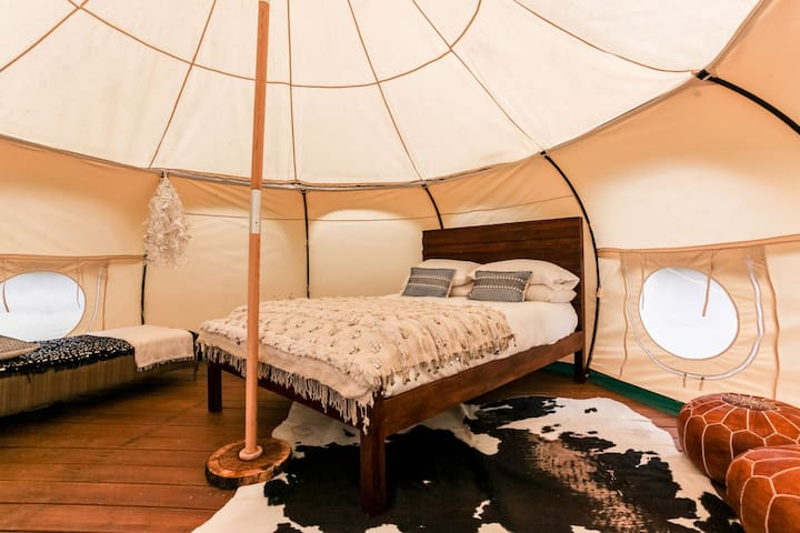 YURT GLAMPING #1 @ Green Acres Boutique Retreat - Elgin