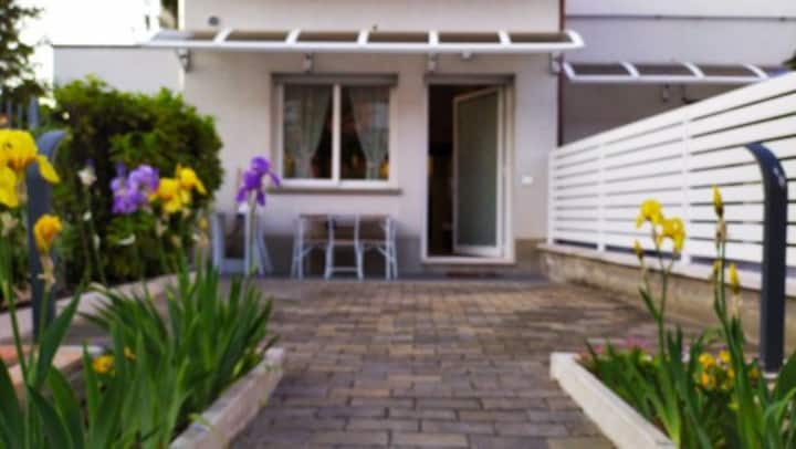 SMALL APARTMENT WITH PRIVATE GARDEN AND PARKING