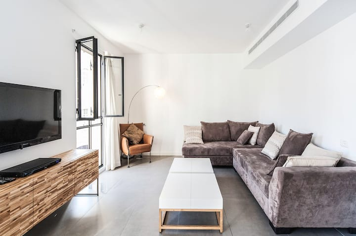 Excellent 1BD in Jaffa Area w/Balcony and Parking