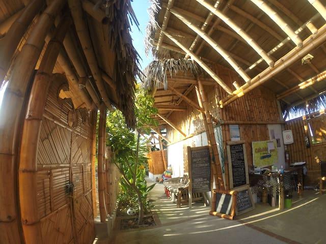 Entrada a Cabalonga Ecoadventure