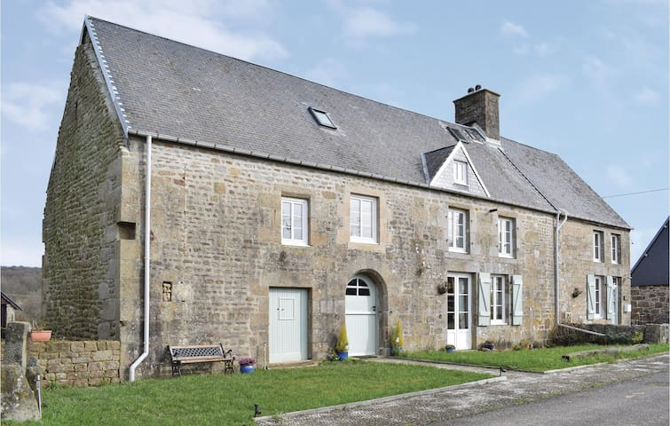 Semi-Detached with 3 bedrooms on 122 m² in St-Michel-de-Montjoie