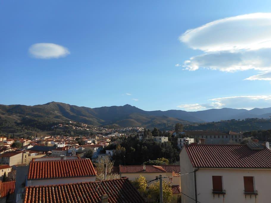 vue sur les montagnes d'une chambre orientée au sud (la terrasse est juste au dessus)