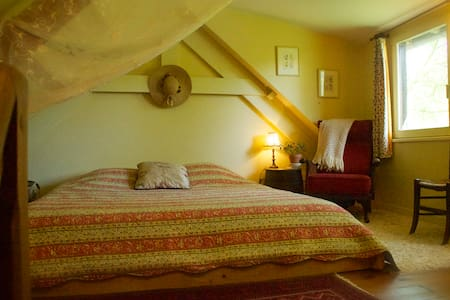A Writer's Dream Cottage - Le Mesnil-Germain