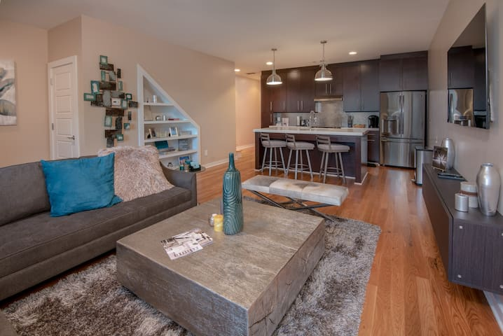 Stylish & Modern Townhome in the Heart of Downtown