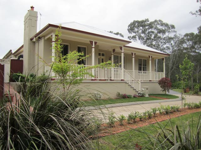 Bush setting Hills - Heather Rae - Rouse Hill, Sydney - Rumah