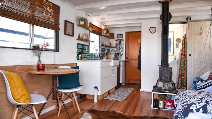 Newly Remodeled Houseboat!