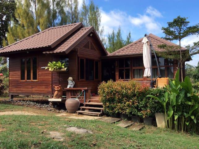 The Country Hut - Bann Suan Phu Ann Chan
