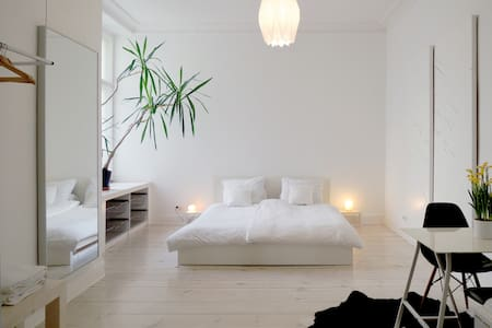 Beautiful Spacious Room in Berlin - Berlin - Bed & Breakfast