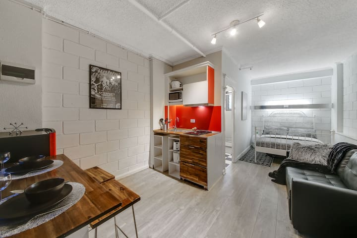 A Centrally Located CBD Studio Near Crown 810