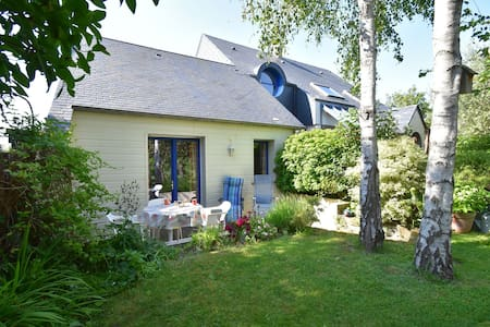 Cosy holiday home with sheltered terrace and barbecue, close to the beach